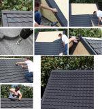 El panel revestido de piedra del material para techos del metal del azulejo de azotea/de la arena del color
