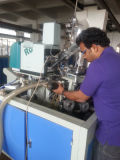 Douille à grande vitesse de cône de crême glacée effectuant la machine