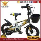 トロッコのシートの子供の自転車か子供のバイクを使って