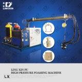 Sitio que adorna la máquina que hace espuma del poliuretano de los elementos