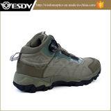 Armee-militärischer taktischer Angriff lädt den Sport auf, der Schuhe wandert