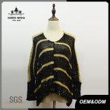Bande dell'oro del V-Collo delle donne e maglione lavorato a maglia nero