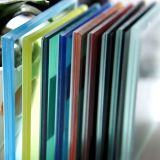 공간과 착색된 박판으로 만들어진 안전 유리의 제조소