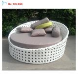 C屋外の現代家具のPEの藤のテラスの寝台兼用の長椅子