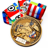 Ouro feito sob encomenda que caminha a medalha e o troféu antigos do medalhão do futebol da liga do zinco da vara