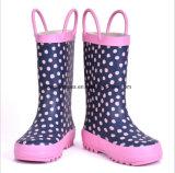 Ботинки дождя в ноге конической расточки установленной
