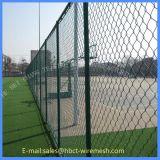 Cerca do engranzamento de fio da corte de tênis