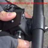 防水袋のイヤホーンジャックおよびバイクの台紙はとのハンドルバーをインストールする