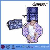 赤ん坊のための変更のパッドが付いているおむつの変更のクラッチ