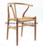 의자를 식사하는 Y 자형 뼈 뒤 나무