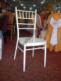 Métal d'hôtel empilant la chaise de Chiavari de banquet de mariage