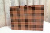 Sac cosmétique enduit promotionnel d'emballage de bijou de transporteur de papier d'art de main de cadeau d'achats de papier d'impression de Brown Papier d'emballage avec la corde en nylon de coton (E018)