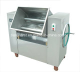 Enchendo o misturador para a salsicha da carne que enche a máquina do misturador