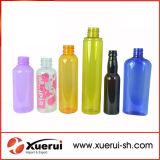 Bottiglia di plastica cosmetica variopinta dell'animale domestico
