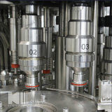 Terminar água mineral/bebendo engarrafada que faz a máquina