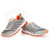 Pattini casuali della scarpa da tennis dei nuovi uomini arrivanti caldi