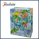 La cinta del diseño de la manera maneja la bolsa de papel de encargo para el día del `S de la madre