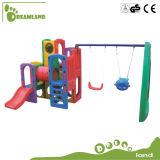 De plastic Schommeling en de Dia van de Jonge geitjes van de Speelplaats van Kinderen Plastic Openlucht Vastgestelde Draagbare
