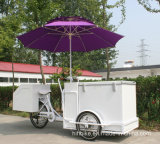 電気アイスクリームの三輪車を販売する飲料