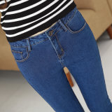 若い女性のための綿の鉛筆のジーンズ