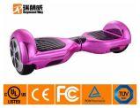 魔法の紫色の絵画自己のバランスをとるスクーター