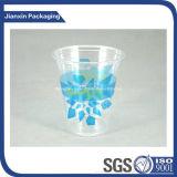 使い捨て可能なプラスチックコップの一義的なデザイン