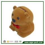 Stile sveglio dell'orso che si affolla il contenitore di regalo dei monili