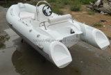 セリウムの堅い外皮の膨脹可能なボートの船外モーターの漁船が付いている13.8ftのガラス繊維の外皮の肋骨のボート