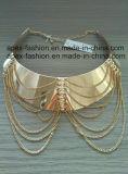 Grande collana del collare con la nappa del metallo