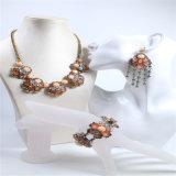 Orecchino stabilito del braccialetto della collana dei nuovi del punto della resina del fiore monili di modo