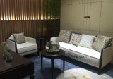 Sofá de tres plazas de tela para la casa usada