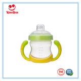 Tazza operata di addestramento del bambino con il capezzolo per i bambini