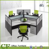Cubicolo moderno della stazione di lavoro dell'ufficio con il blocco per grafici di alluminio