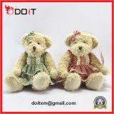 El peluche suave relleno grande del oso lleva el oso del juguete
