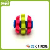 Drei Ringe, die Kauen-Spielwaren des Kugel-HundTPR drehen