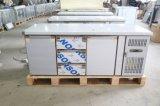 Acciaio inossidabile sotto il contro frigorifero con i cassetti