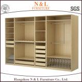 Promenade en bois réglée de meubles modernes de chambre à coucher dans le cabinet