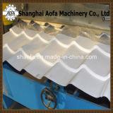 屋根は艶をかけた機械(AF-G1100)を形作るタイルロールを