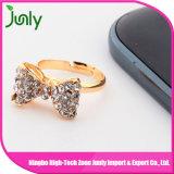 여자 금 반지가 다이아몬드 Solitaire 약혼 반지에 의하여 값을 매긴다