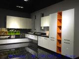 白の積層の食器棚(直接工場)