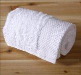 Badhanddoeken met het Borduurwerk van het Satijn
