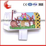 L'insigne en alliage de zinc de Pin d'émail de qualité de moulage mécanique sous pression avec l'embrayage de guindineau