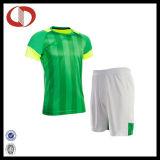 卸売の最新のデザインによって印刷されるサッカーのジャージーのユニフォーム