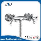 Mélangeur traditionnel de robinet de bassin de salle de bains de double chrome Polished en laiton de levier