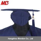 A promoção decorou o azul de marinha brilhante do tampão da graduação