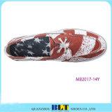Los zapatos de cuero más nuevos del barco