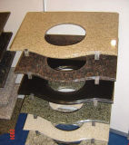 Controsoffitto della cucina del granito e parte superiore beige arrugginiti di vanità