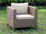 園遊会のためのバルコニーの茶レセプションのソファーによって436