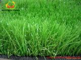 Decoração ao ar livre interna do casamento que põr a grama artificial