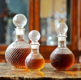 유리 그릇의 포도주를 보존하는 다이아몬드 공 유리병